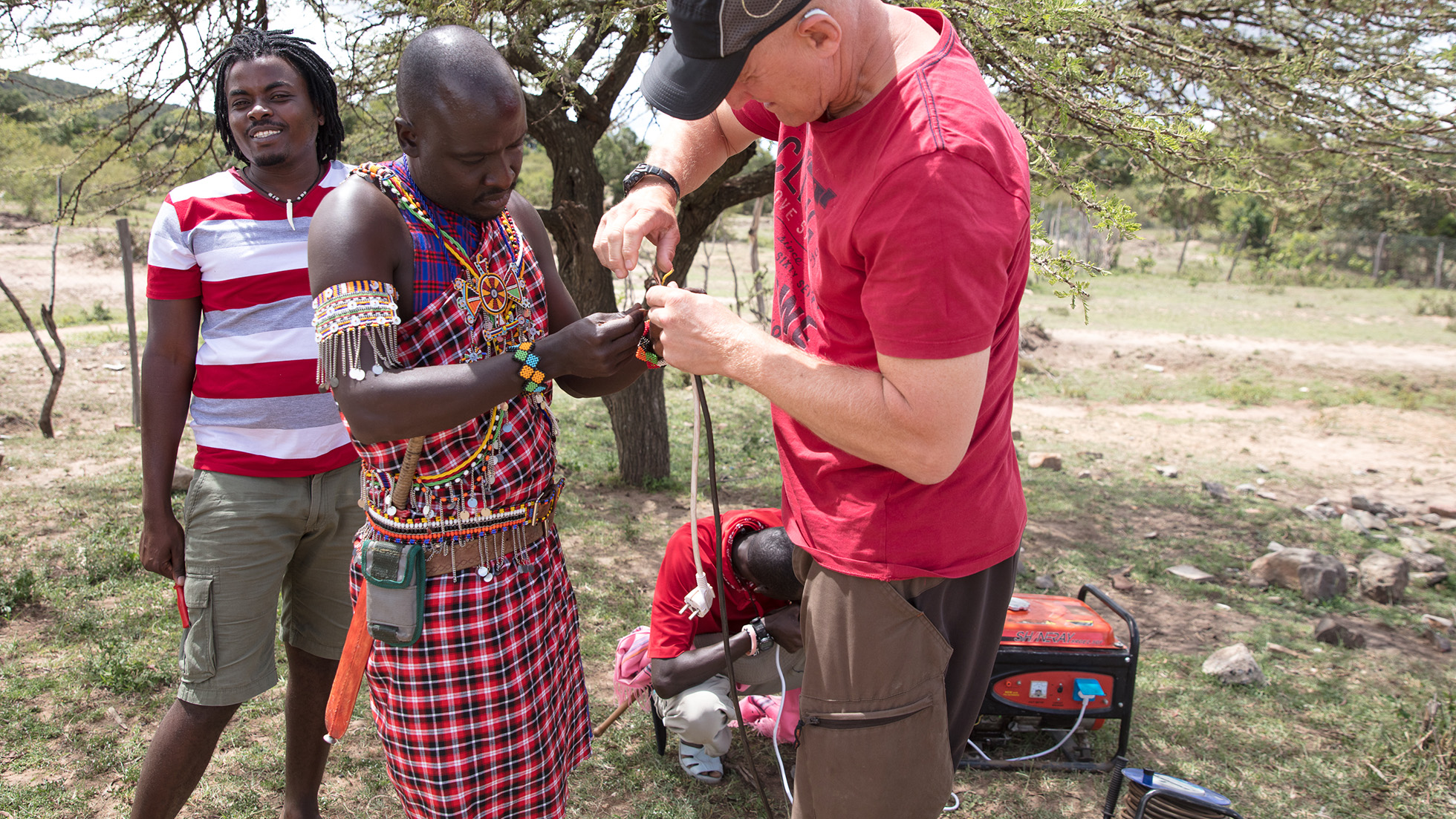 Sometimes improvisation is needed during field work. As we left the generator in Tanzania and borrowed another one in Kenya, the cables we brought did not fit. The machete showed as a very useful tool to help fix this, and so the day was saved.
